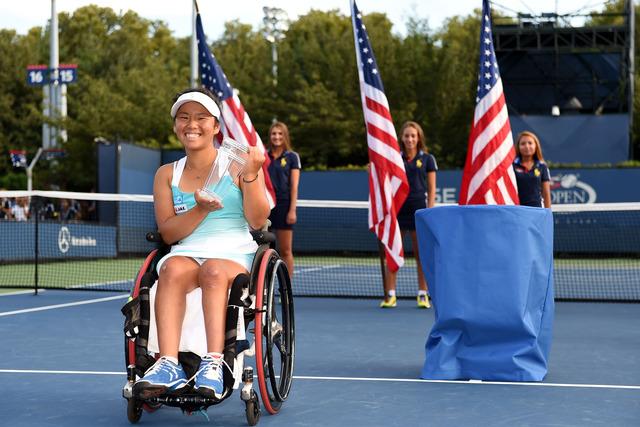 b_07SEP14_23493_wheelchair_women_final
